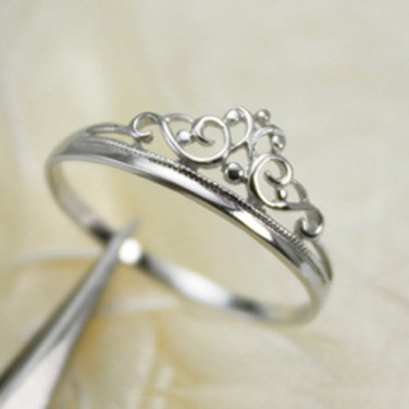 925 Sterling Silver Queen's Crown Stacking Ring Band. Perfect gift for all occassion !