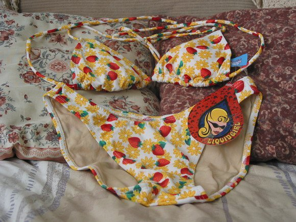 LIQUID GIRL Womans Bikini Sz M Unused Strawberries
