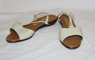 "Vintage Ivory Bone Sandals Shoes Charlies  6 1/2B  ""Dawn""  Faux Leather"