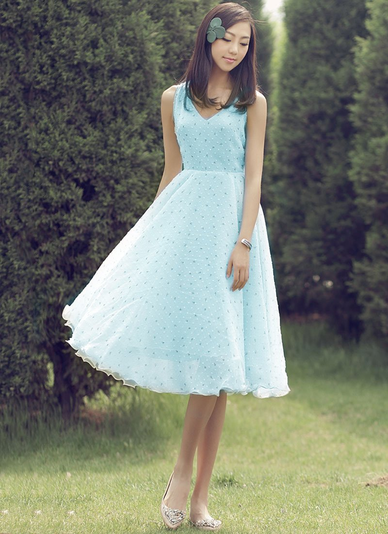 Floral Printed Pale Turquoise Midi Dress with V Neck RM269