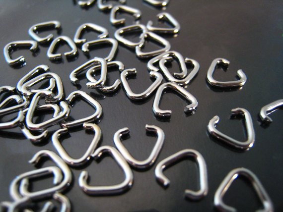 Finding - 20 pcs Silver Triangle Shape Open Jump Rings Connectors 7mm x 6mm