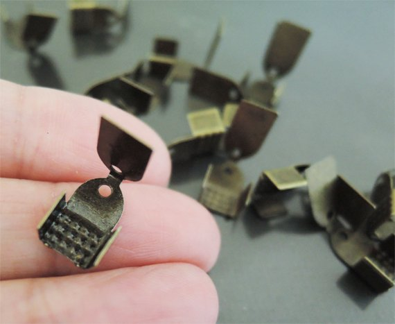 Finding - 20 pcs Antique Brass Plated Flat Clamp Fold Over End Cap Crimps ( Inside 6mm )