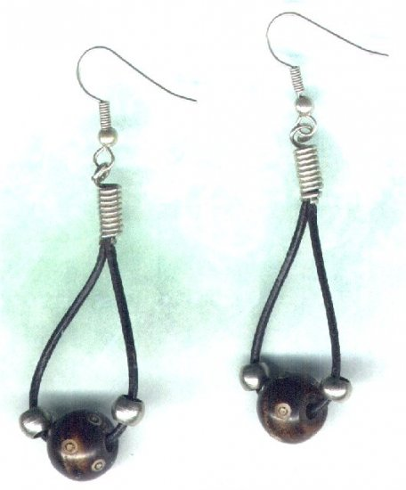 Leather Thong and Carved Horn Beaded Earrings - PreciousThings.ecrater.com