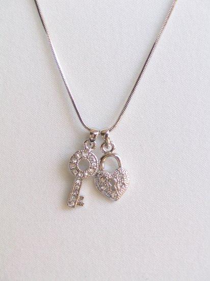 MN01 Heart Locker Key Necklace wholesale price $4.99