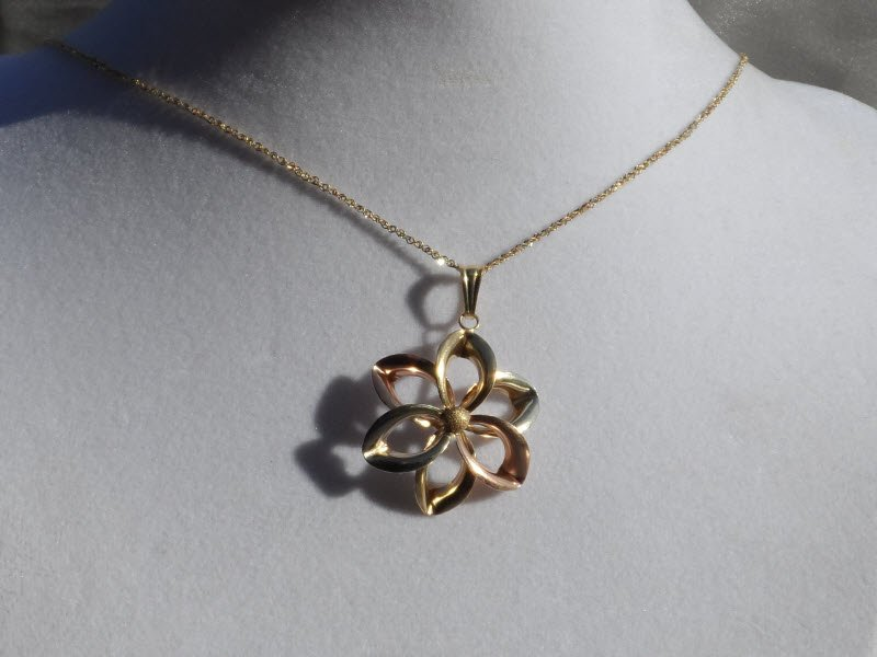 10K Tri Color Gold Flower Necklace, New without tag, Italy