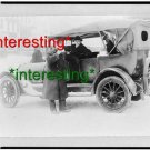POLICEMAN DRINKS COFFEE SNOWY STREET NYC 1915=(8X10) ANTIQUE OLD CAR RP PHOTO