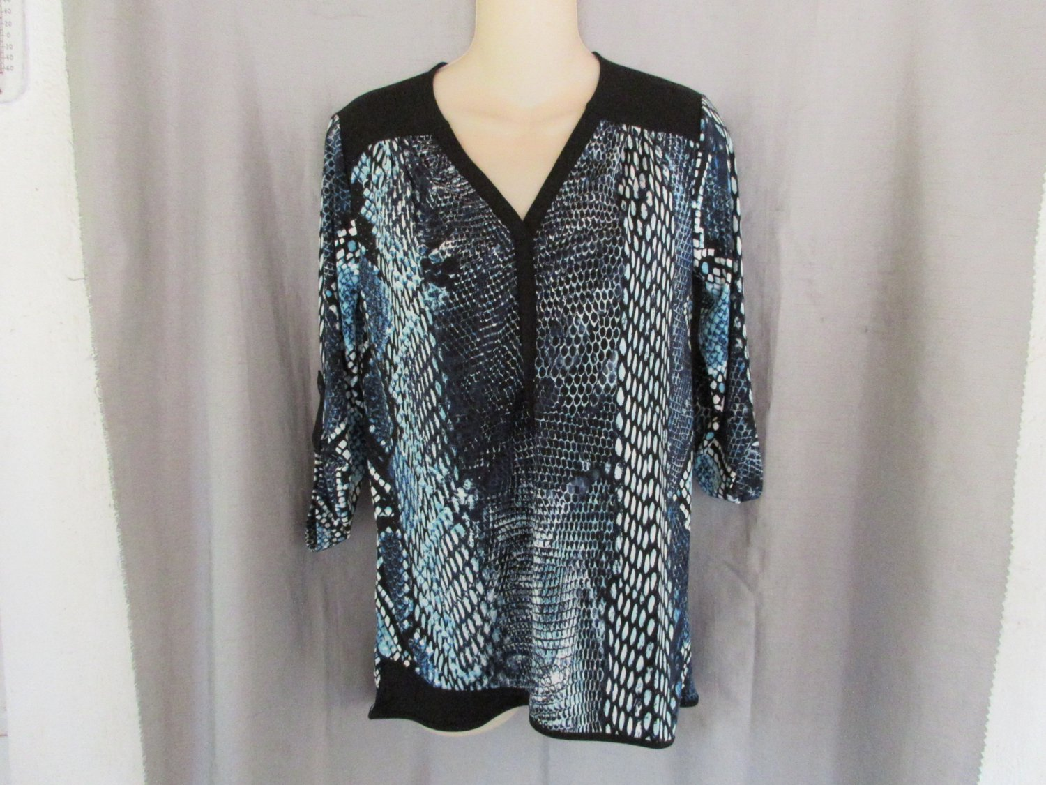 NEW ALFANI top tunic PS V neck aqua blue reptile print 3/4 tab sleeves