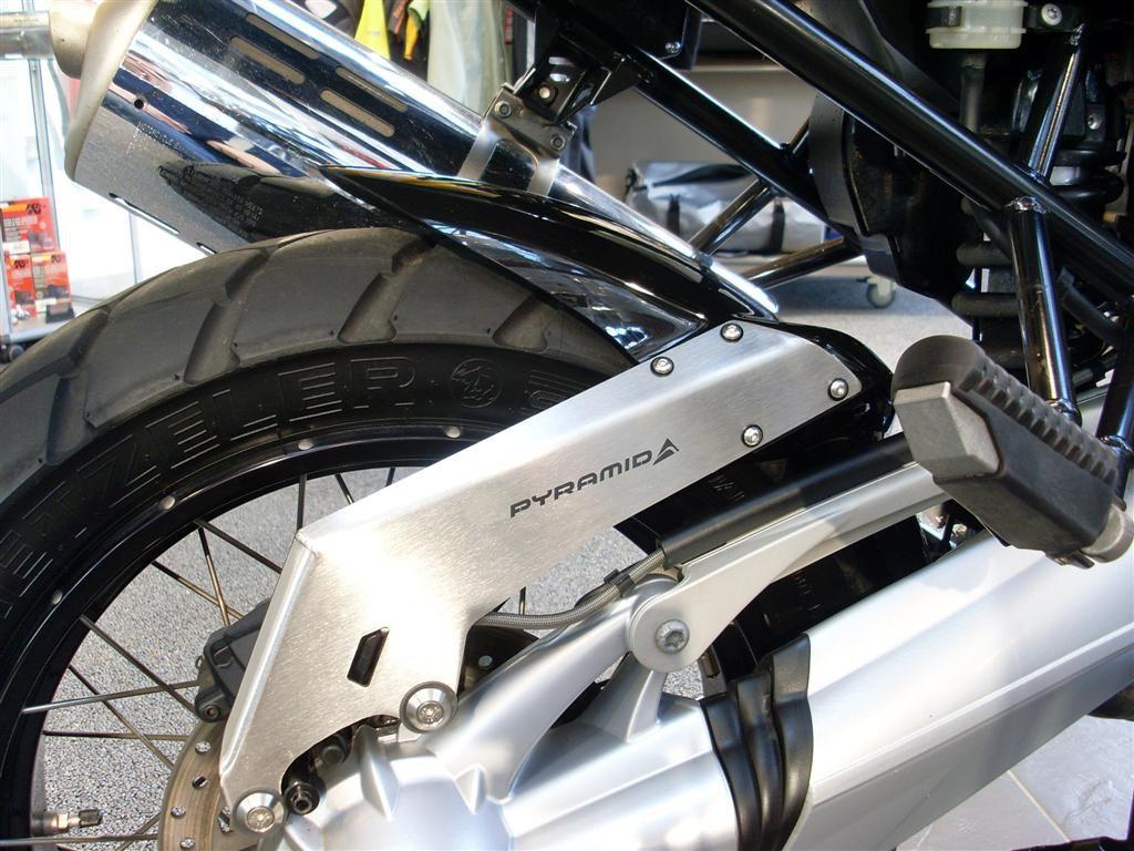 BMW R1200GS / R1200GS Adventure (04-12) Hugger: Gloss Black 074050B