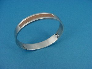 brushed bangle in silver colored stainless steel with brown PU 536