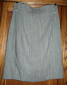 LADIES SKIRT IMPORTED FROM POLAND BLACK & WHITE, VIRGIN WOOL/RAYON BLEND, SIZE 4