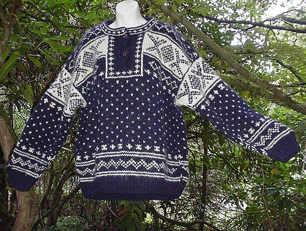 "100% WOOL NEPAL Navy and Cream SOFT and THICK Ski Sweater! L ~ XL up to 42"" Chest!"