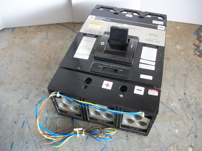Square D MHL Circuit Breaker (MHL3645025DC1679) 450Amp 600Volt 3Pole w/Aux & UV *USED*
