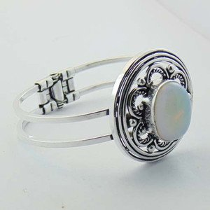 Elegant lovely Bangle / Cuff  with White Onyx Sterling Silver Jewelry BA-27L1