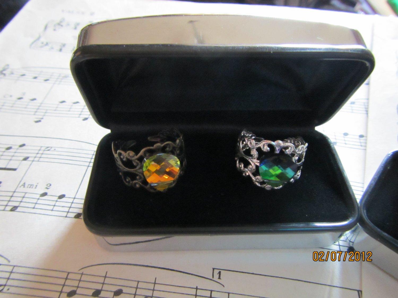 Adjustable rings with Swarosky gem