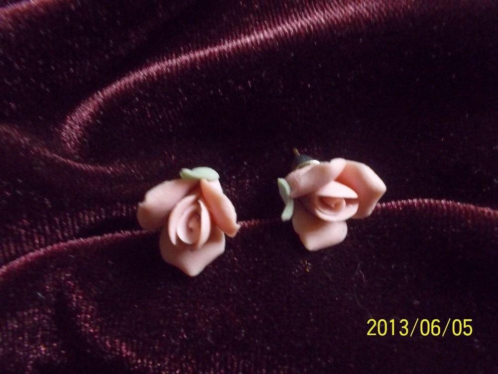 VINTAGE PORCELAIN CAMEO-STYLE PINK ROSEBUDS PIERCED EARRINGS!  WOW!