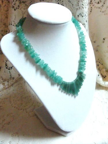 JADE NECKLACE BEAUTIFUL GREEN HANDCRAFTED JEMSTONES
