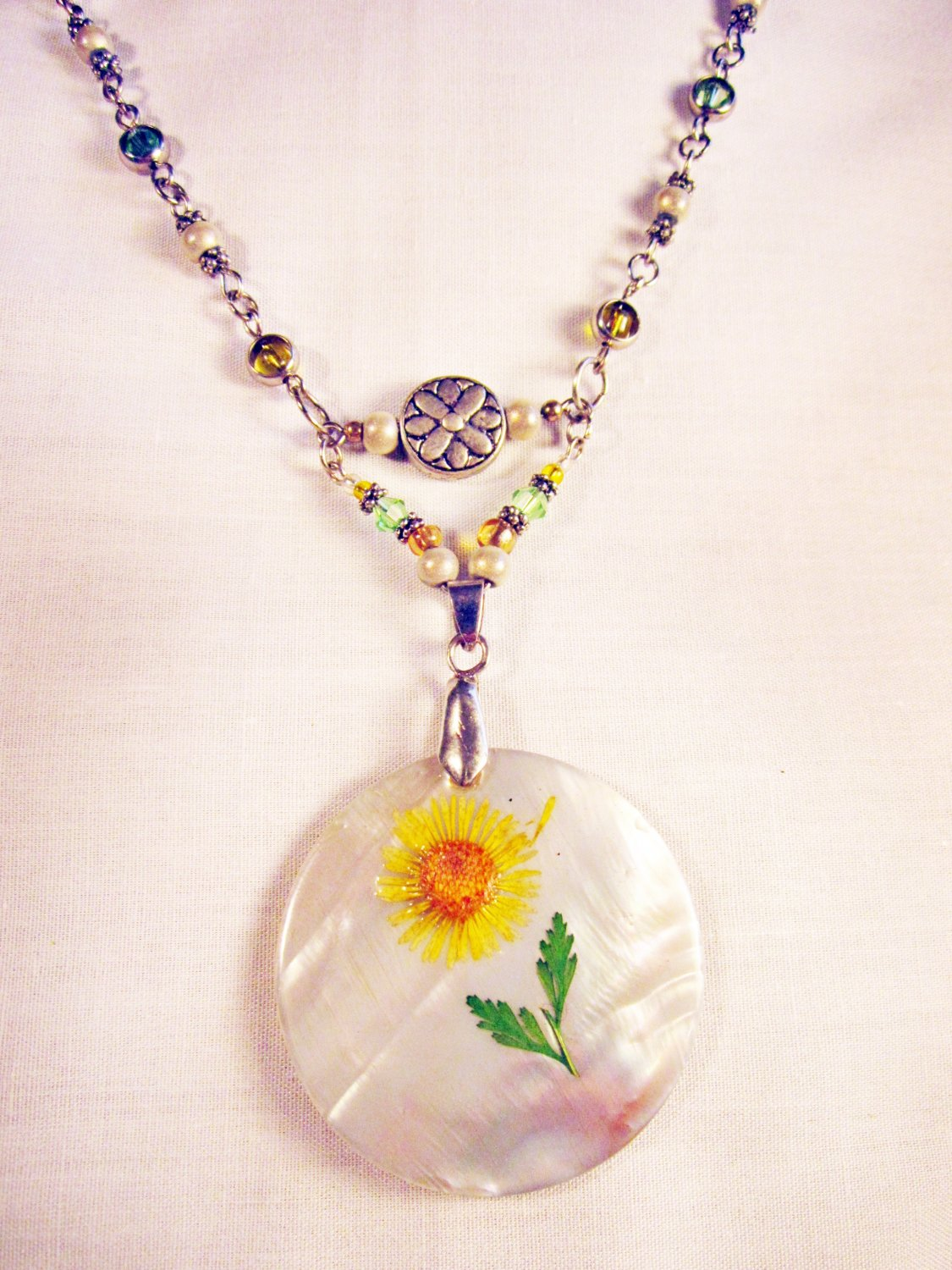 N9 - green and yellow necklace with pretty flower pendant