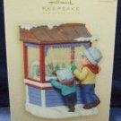 2007 Hallmark Keepsake Ornament Club Christmas Window 5th in the Series Ornament