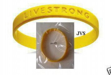 """YOUTH - LANCE ARMSTRONG """"LIVESTRONG """" WRISTBAND(2)"""