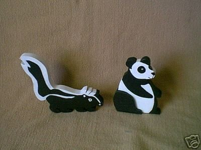TWO HANDCRAFTED WOOD ANIMALS SHELFSETTERS