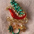 Beautiful Christmas sleigh w/ 3 charms goldtone pin