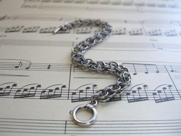 Helm's Chain