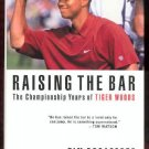 Raising the Bar The Championship Years of Tiger Woods 031227212X