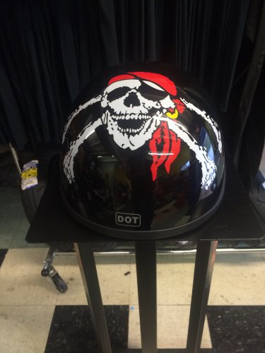 Pirate Skull Design - L - Gloss Black