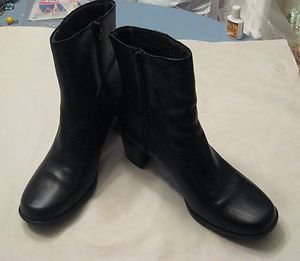 CLARKS - Dark Brown Leather Ankle Boots - Size 6 1/2  M - EUC