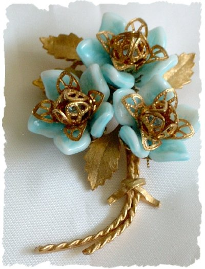 Vintage Corocraft Lucite and Gold Tone Flower Pin