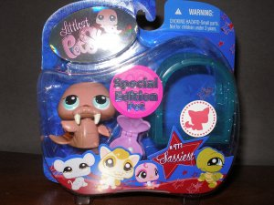 NEW Sassiest Special Edition  Littlest Pet Shop 977 Walrus and Igloo