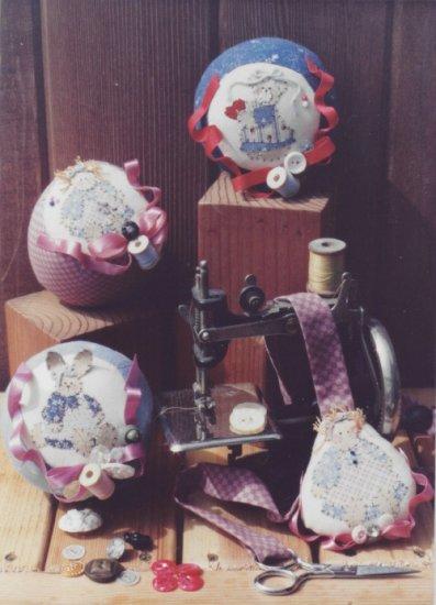 Dolls By Ruth Patttern RC#130 ~ Sew Helpful Pincushion & Scissors Holder