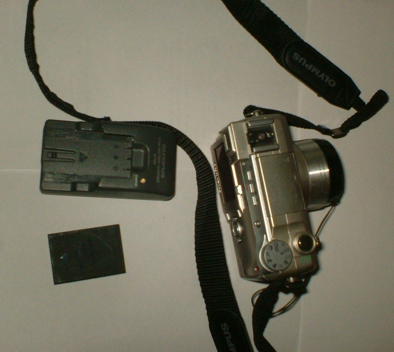 Olympus C-770 Ultra Zoom Digital Camera 10x zoom w/4MPx
