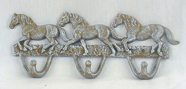 3 Horse Hook Frosted White Antiqued Wall Plaque -01538W