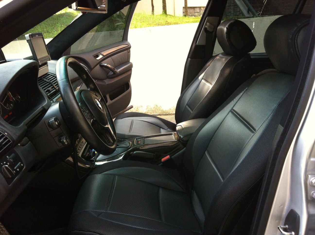 RANGE ROVER P38 1994-2001 MIX L. CARBON FIBER & SYNTHETIC TWO FRONT BLACK CAR SEAT COVERS
