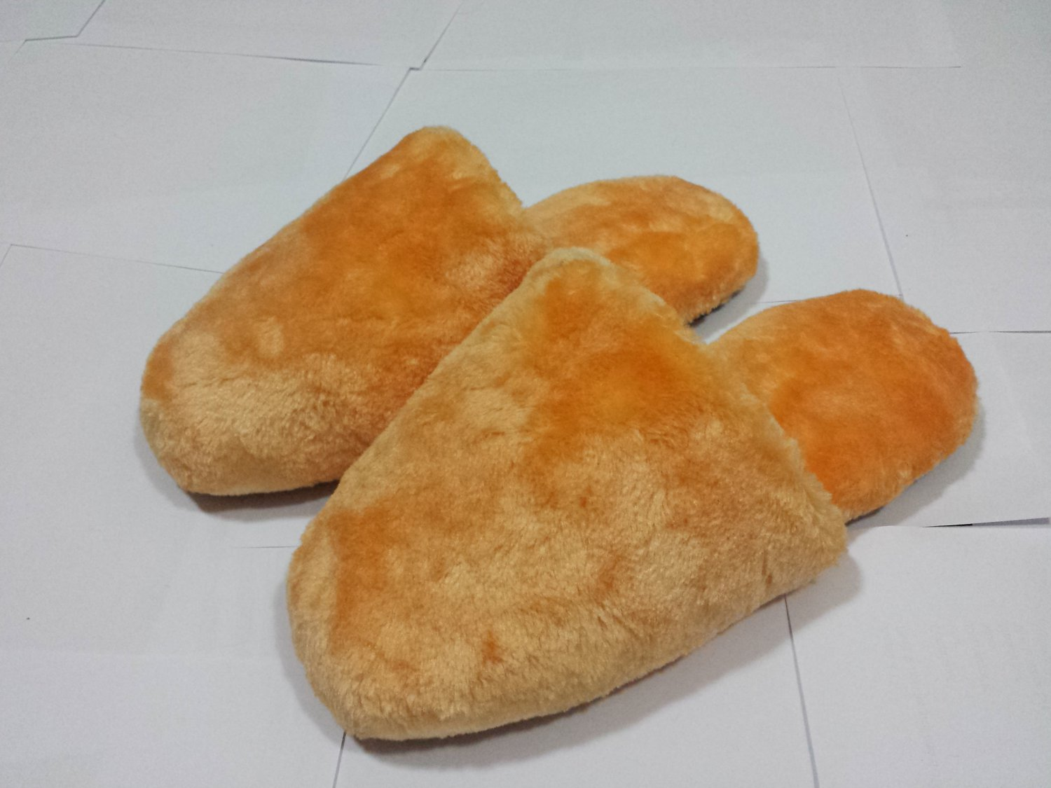 Women Plush Slippers Orange colour NEW $9.99