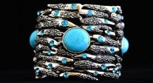TURQUOISE WIDE CLAW CUFF BRACELET  ADORNED WITH GENUINE  Crystal~NWT~BEAUTIFUL!!