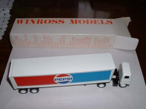 Pepsi ...1982 Winross  truck--nice--made in USA--DB