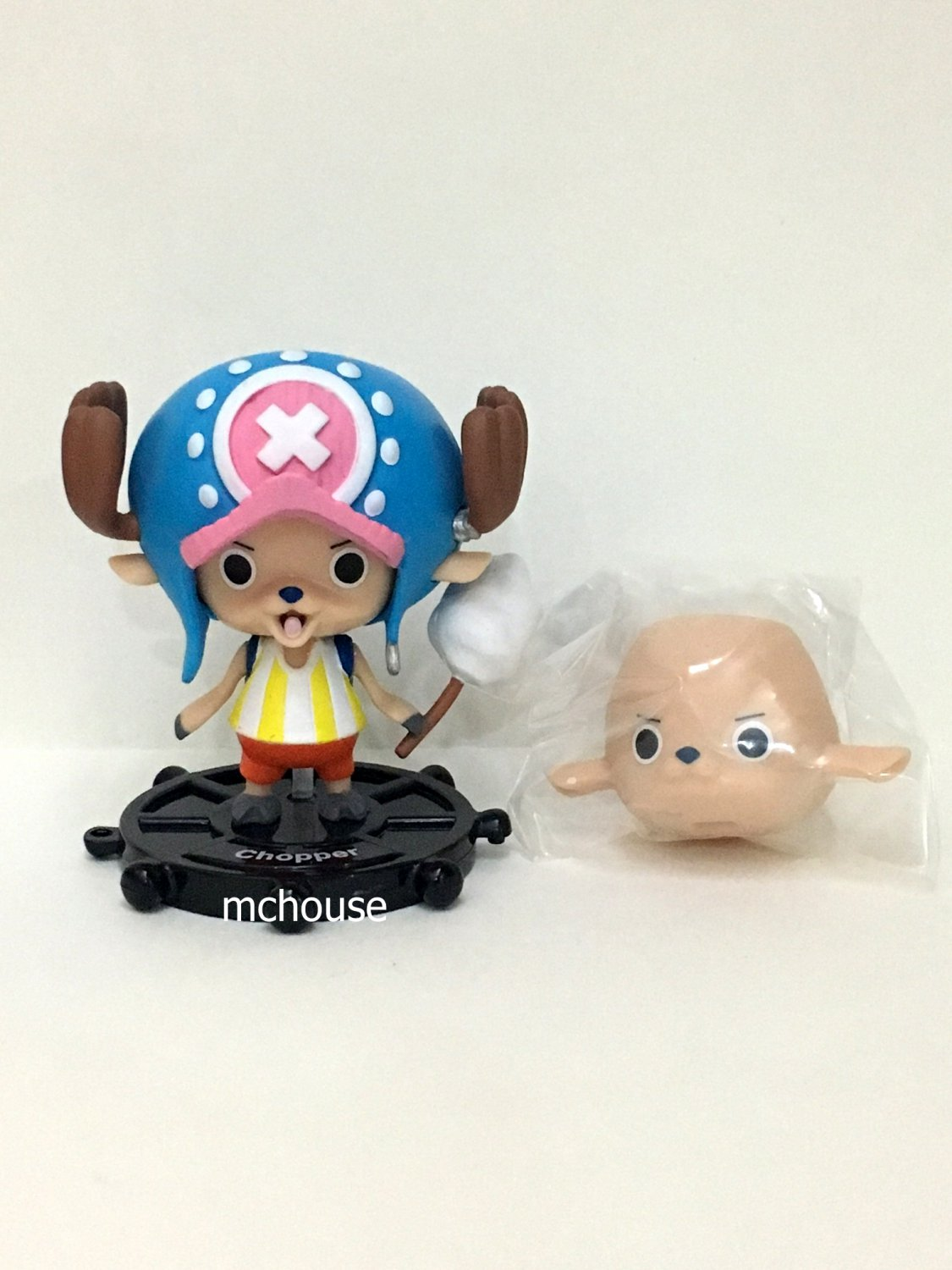 7-11 HK One Piece The New World 2015 Figurine with a prop Chopper