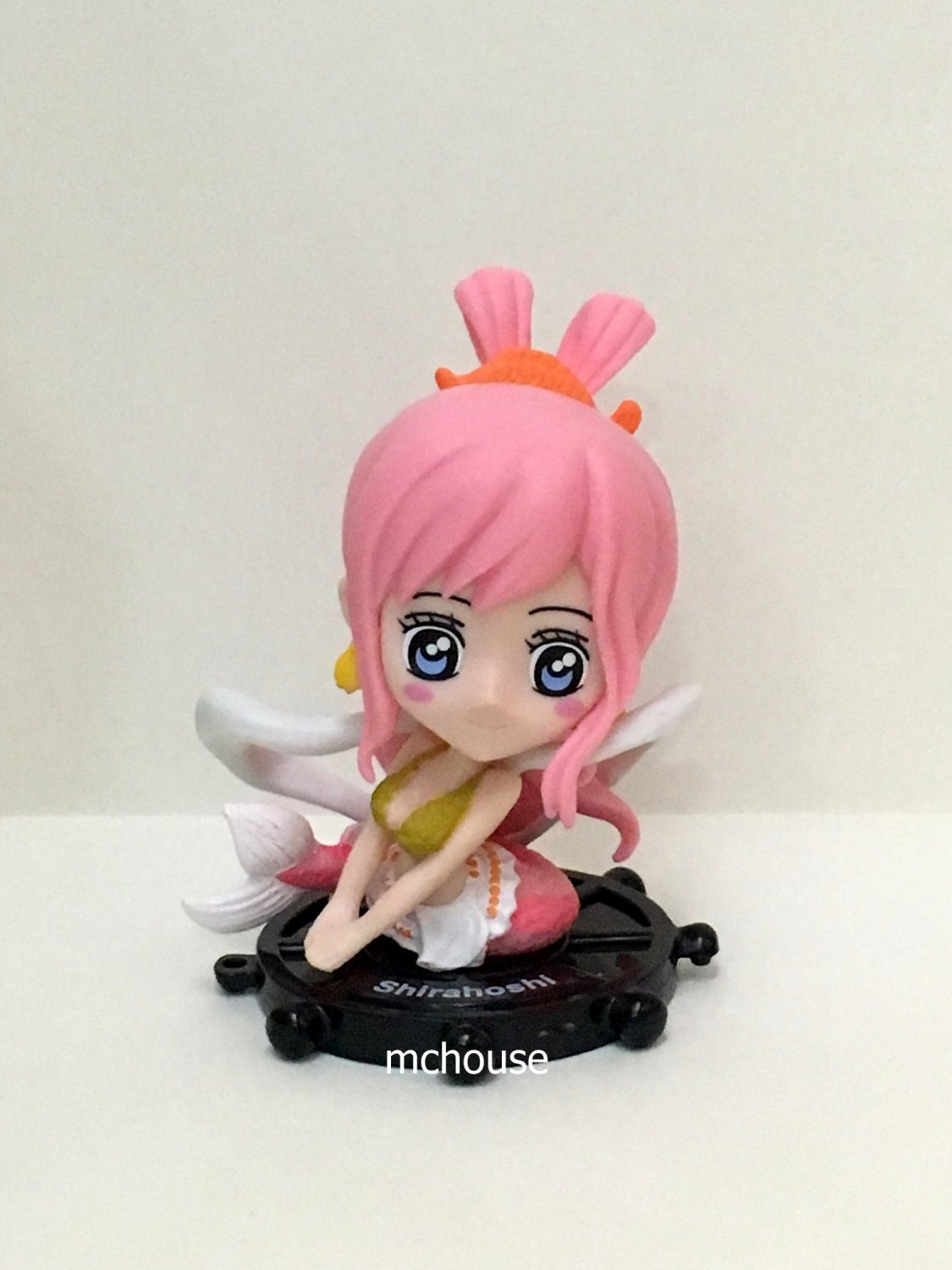 7-11 HK One Piece The New World 2015 Figurine with a prop Shirahoshi