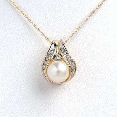 0.18 Carat Diamond & Pearl Necklace