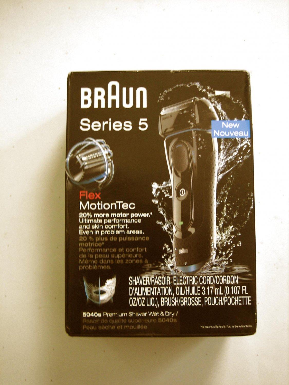 Braun FlexMotionTec Series 5 5040s Premium Shaver Wet & Dry