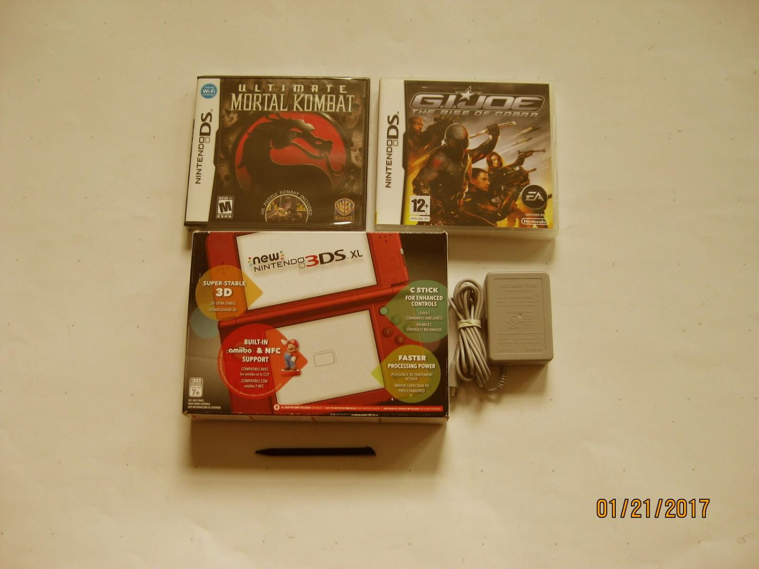Red Nintendo New 3ds xl w Ultimate Mortal Kombat  & More!!!