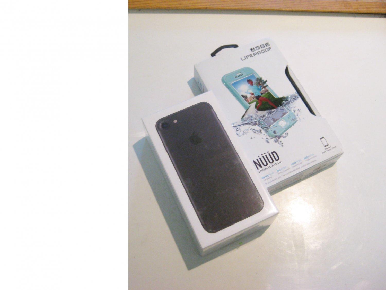 """New"" ""New""  Black 32gb Verizon CDMA/GSM Iphone 7 A1660 Bundle"