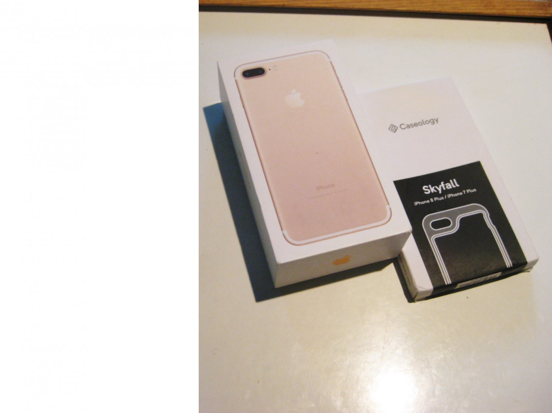 9/10 Gold   256gb Unlocked GSM Iphone 7 Plus Bundle!