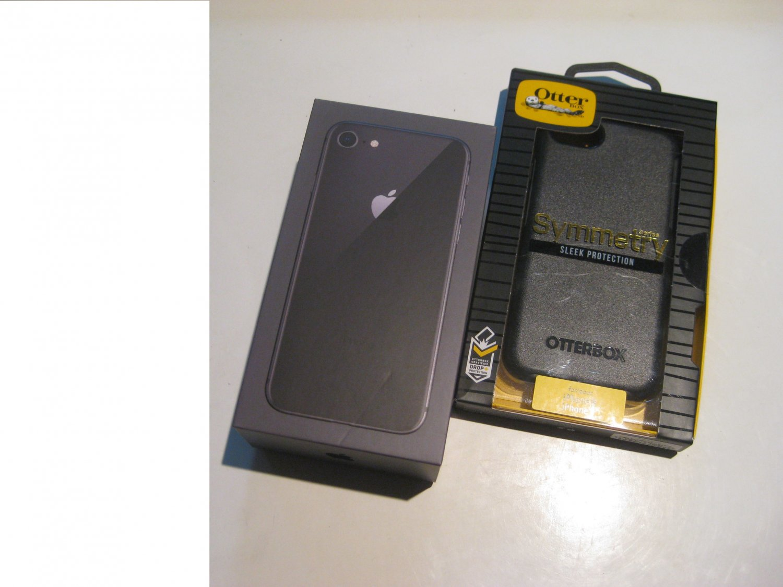 Very Good  256gb Unlocked   CDMA/GSM Iphone 8  (A1863)  Bundle!!!