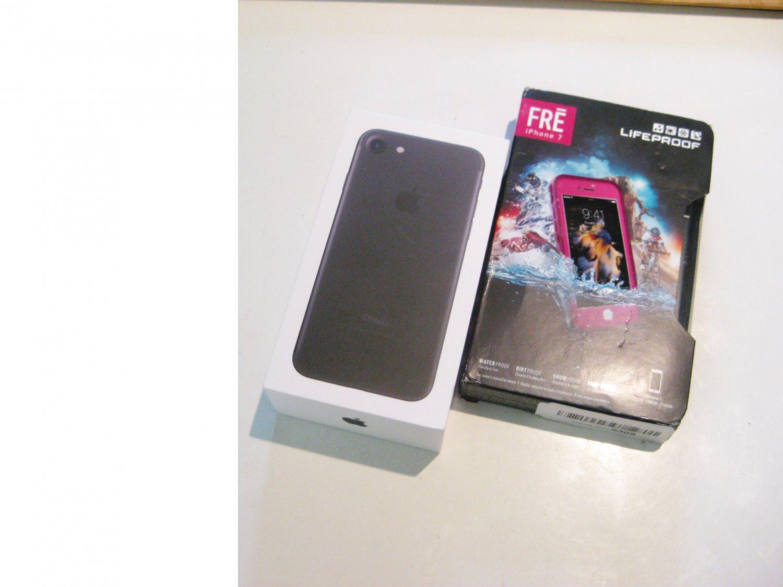 New Condition 32gb Verizon CDMA/GSM Iphone 7 A1660 Bundle Warranty 08/20
