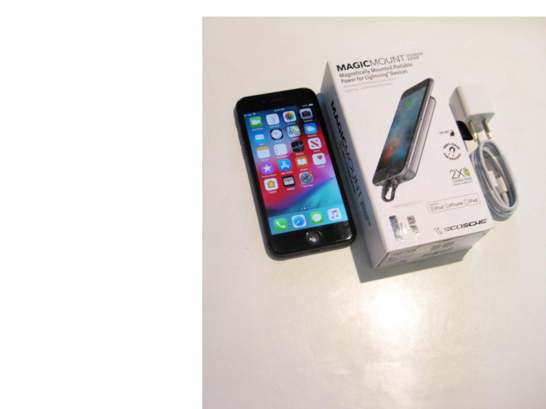 Good   256gb Unlocked   CDMA/GSM Iphone 8  (A1863)  Bundle!!!