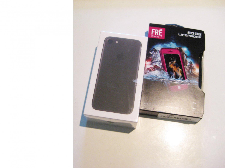 New Black Verizon 32gb CDMA/GSM Iphone 7 A1660 Bundle