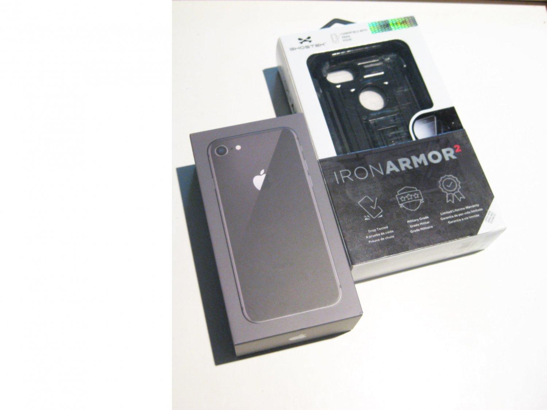New  Unused 64gb   Iphone 8 (Verizon) A1863 CDMA/GSM Bundle!!!